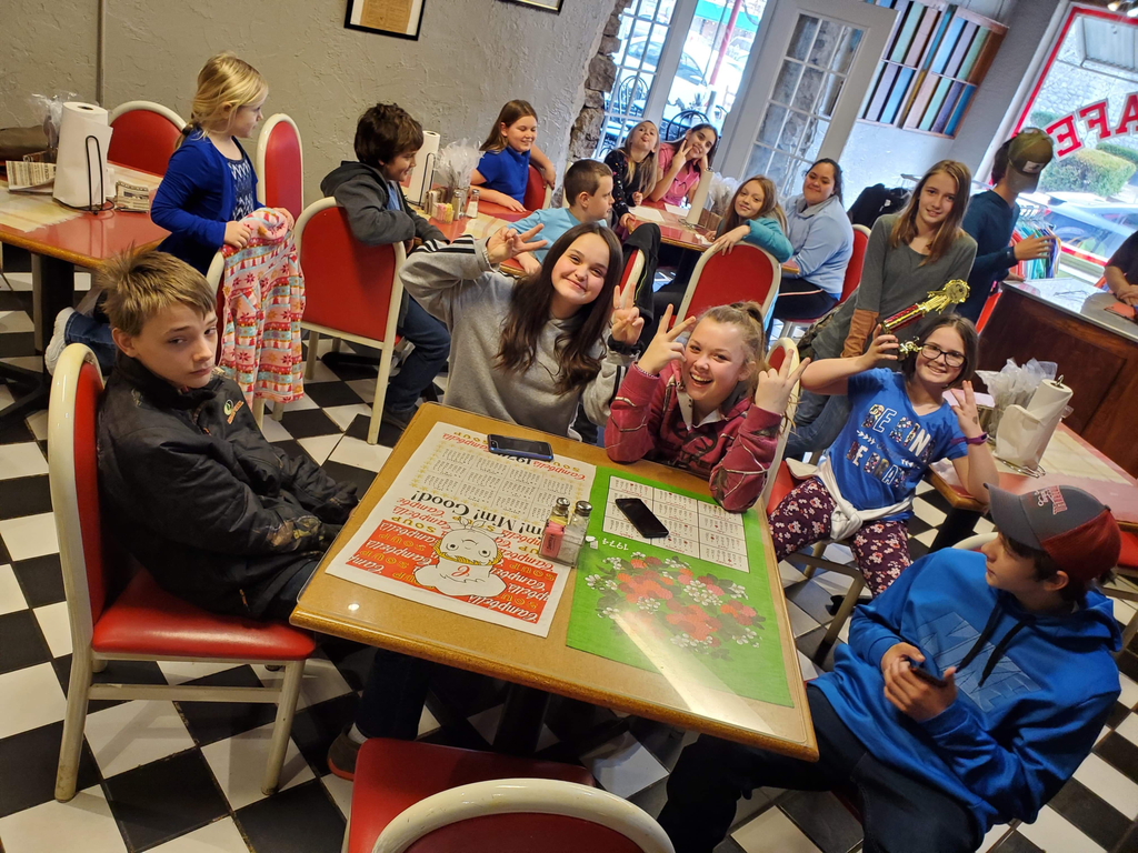 Spelling Bee contestants eating at the Ozark Cafe